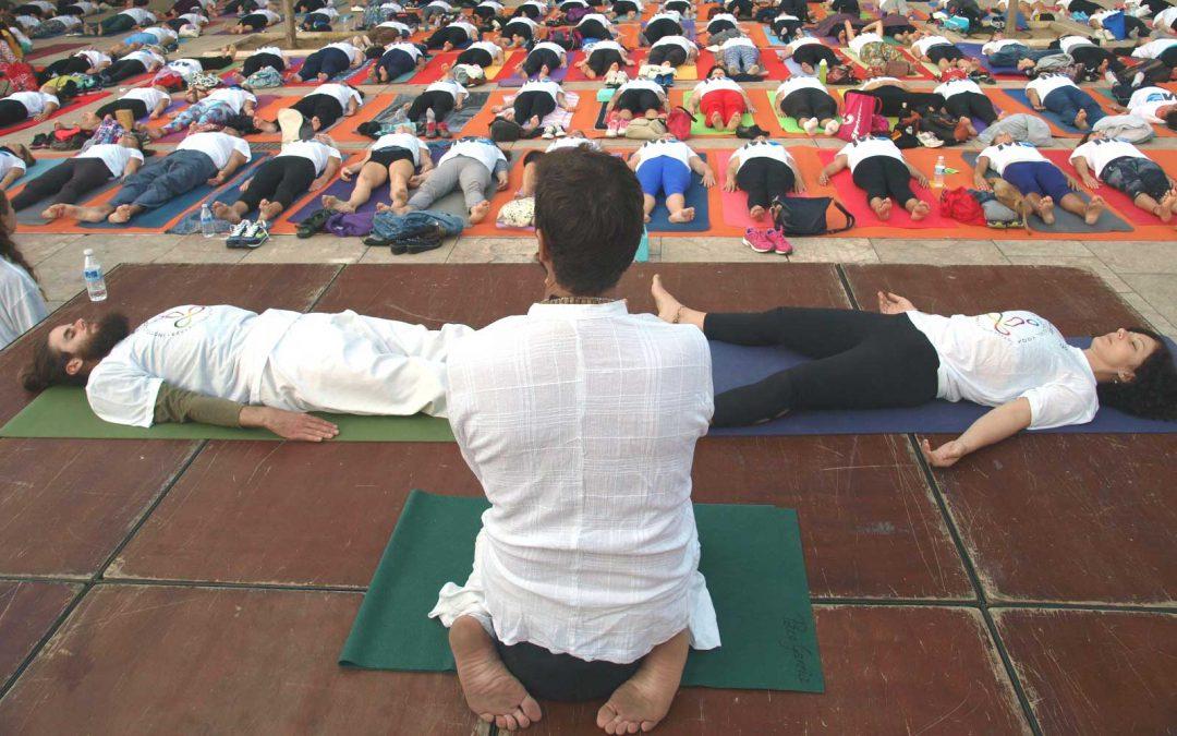 Bienvenid@s tod@s l@s profesores/as, practicantes y centros de yoga a la organización de la 4ª Edición de Yoga en la Plaza.