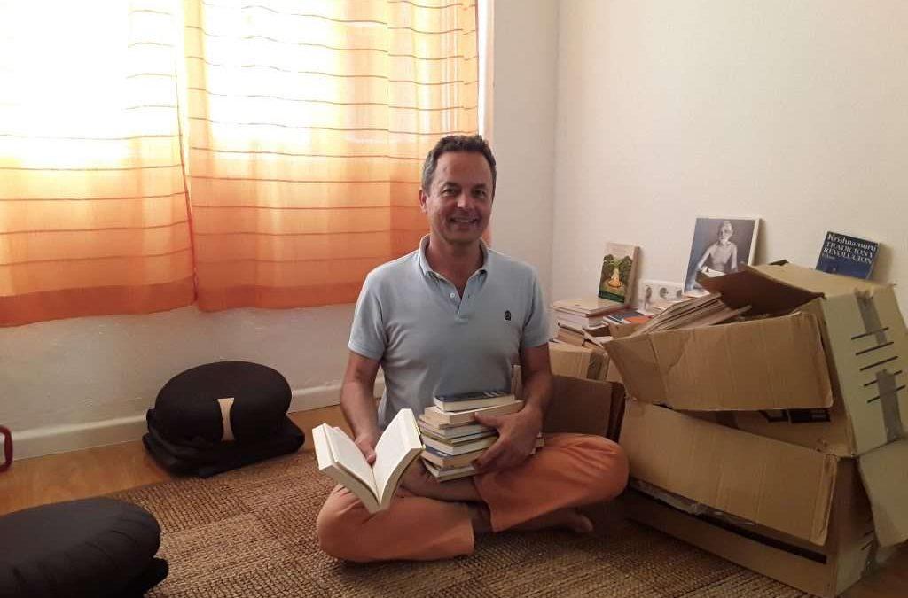 El IAYoga recibe una importante donación de libros de Yoga y Meditación