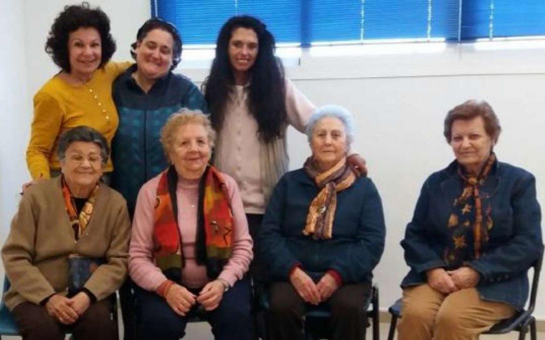 Responsabilidad social del IAYoga: Yoga en silla para personas mayores, con fibromialgias o con movilidad especial.