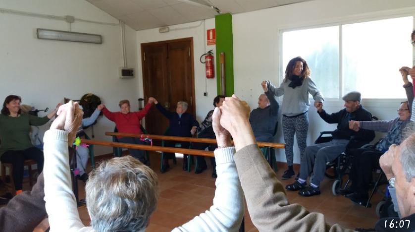 Yoga para abuel@s: Maravillas del yoga. Experiencia de yoga con mayores la Unidad de Estancia Diurna La Esperanza de Alhaurín de la Torre.