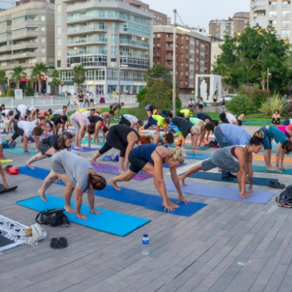 Mira aquí las fotos del Yoga en el Deporte en la Feria el 4 de agosto en el Muelle Uno presentado por Enrique Moya