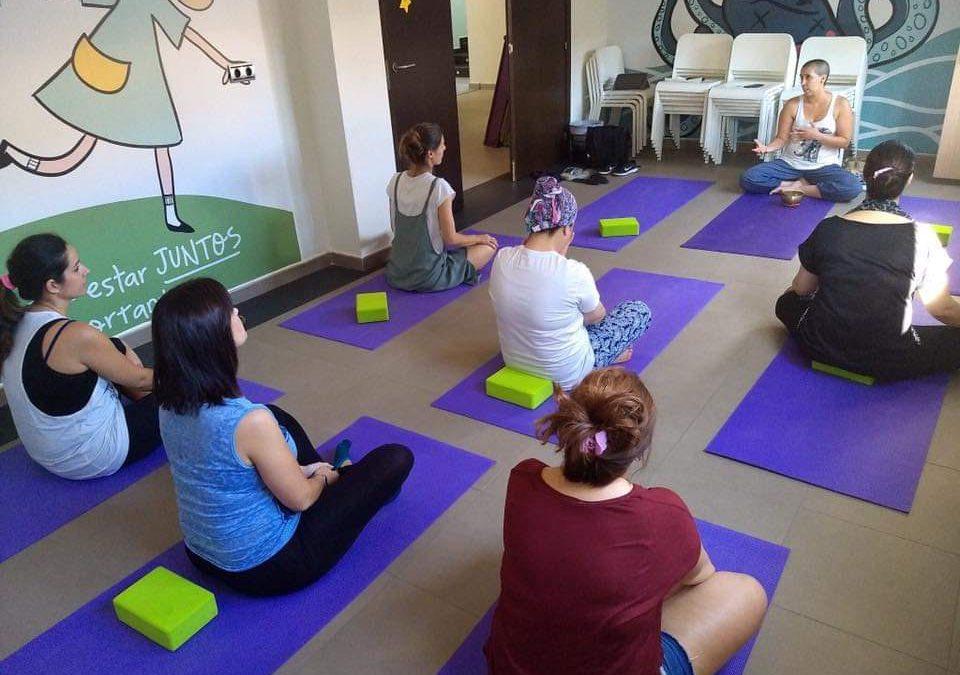 Yoga para cuidadores. En colaboración con la Casa Ronald McDonald de Málaga. Impartido por Natalia Velosoz. Coordinado por Rubiela Suárez Yustty. Organizado por IAYoga.