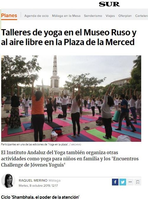 """Diario Sur: """"Talleres de yoga en el Museo Ruso y al aire libre en la Plaza de la Merced Participantes en una de las ediciones de 'Yoga en la plaza'."""""""