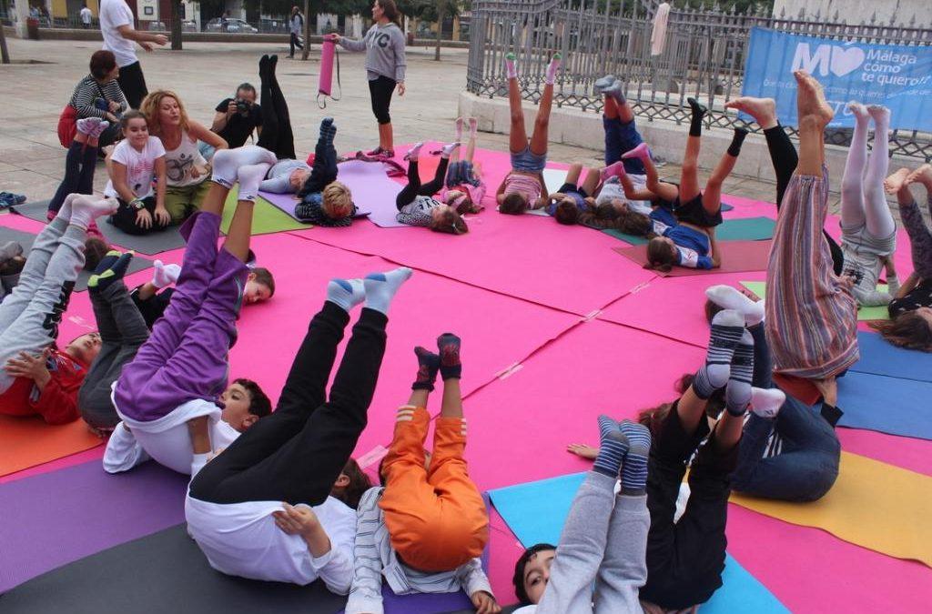 """Yoga para niños y sus familias. Promovido por el IAYoga en colaboración con la Fundación """"Un colegio para todos"""""""
