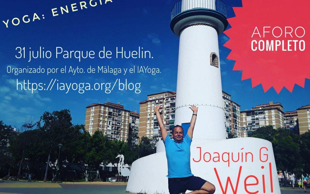 """AFORO COMPLETO """"Yoga: energía de grupo"""" viernes, 31 de julio al aire libre en el Parque de Huelin. Organizado por el Ayto. de Málaga y el IAYoga. Imparte Joaquín G Weil"""